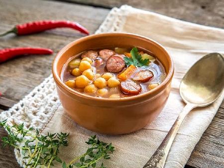 Бърза и лесна супа с нахут от консерва и пикантен колбас чоризо - снимка на рецептата